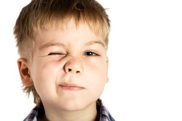 Дергается лицо у ребенка